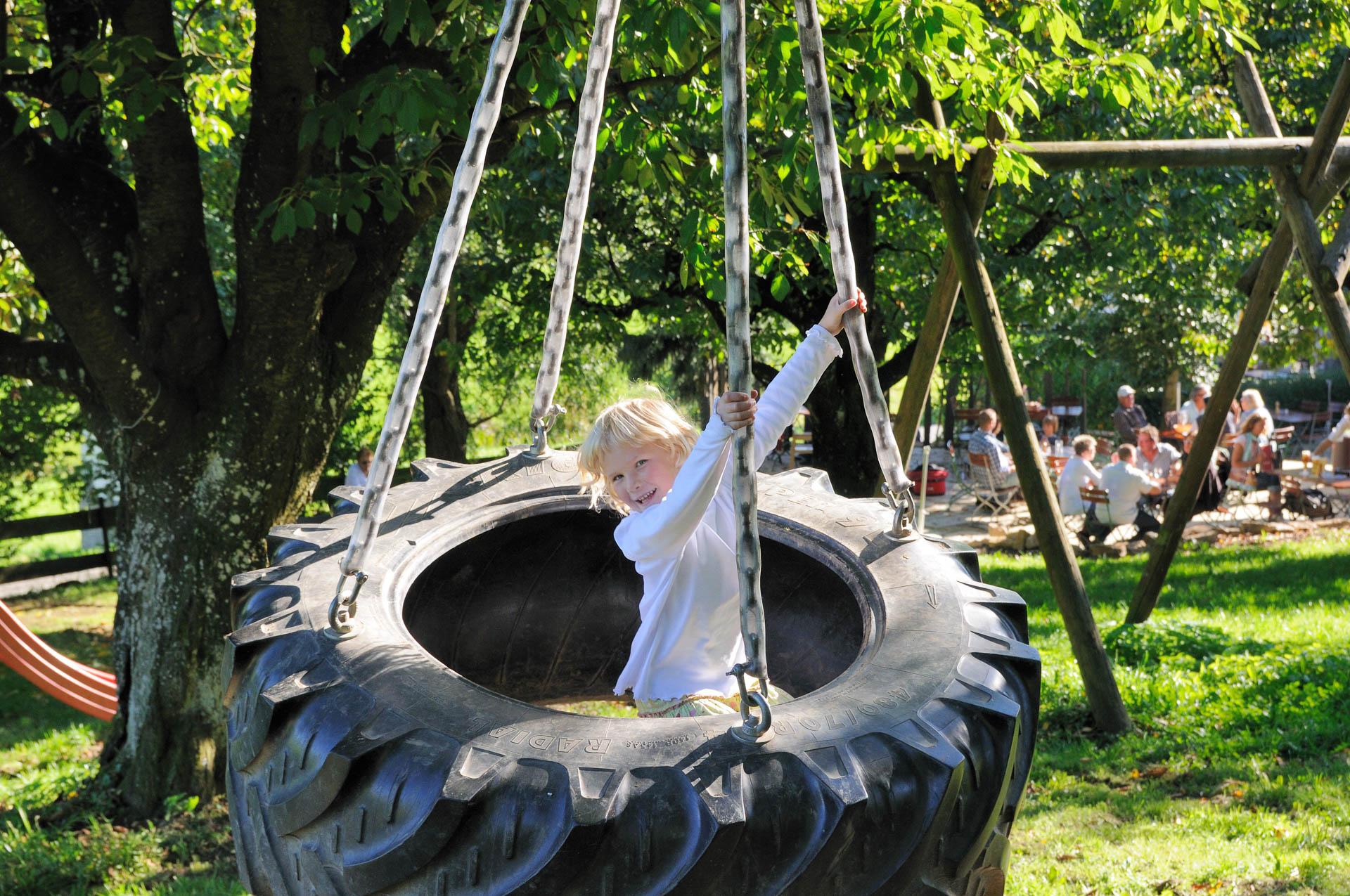Der Kinderspielplatz beim Biergarten des Gasthaus Seerose in Nitzenweiler bei Kressbronn am Bodensee