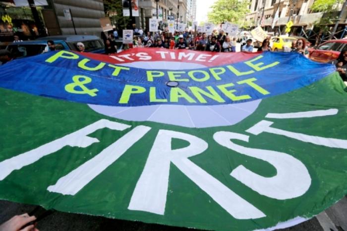 media-c1008b9e5cb444e591e26e6ca3aaa947Illinois_Budget_Protest_March_45331.jpg