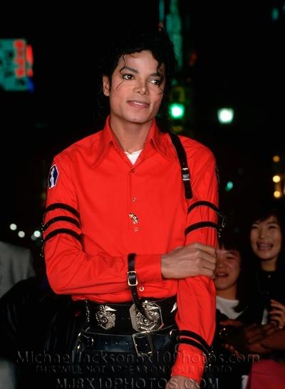 michaeljacksonphotos1987badtourtokyoau2510c.jpg