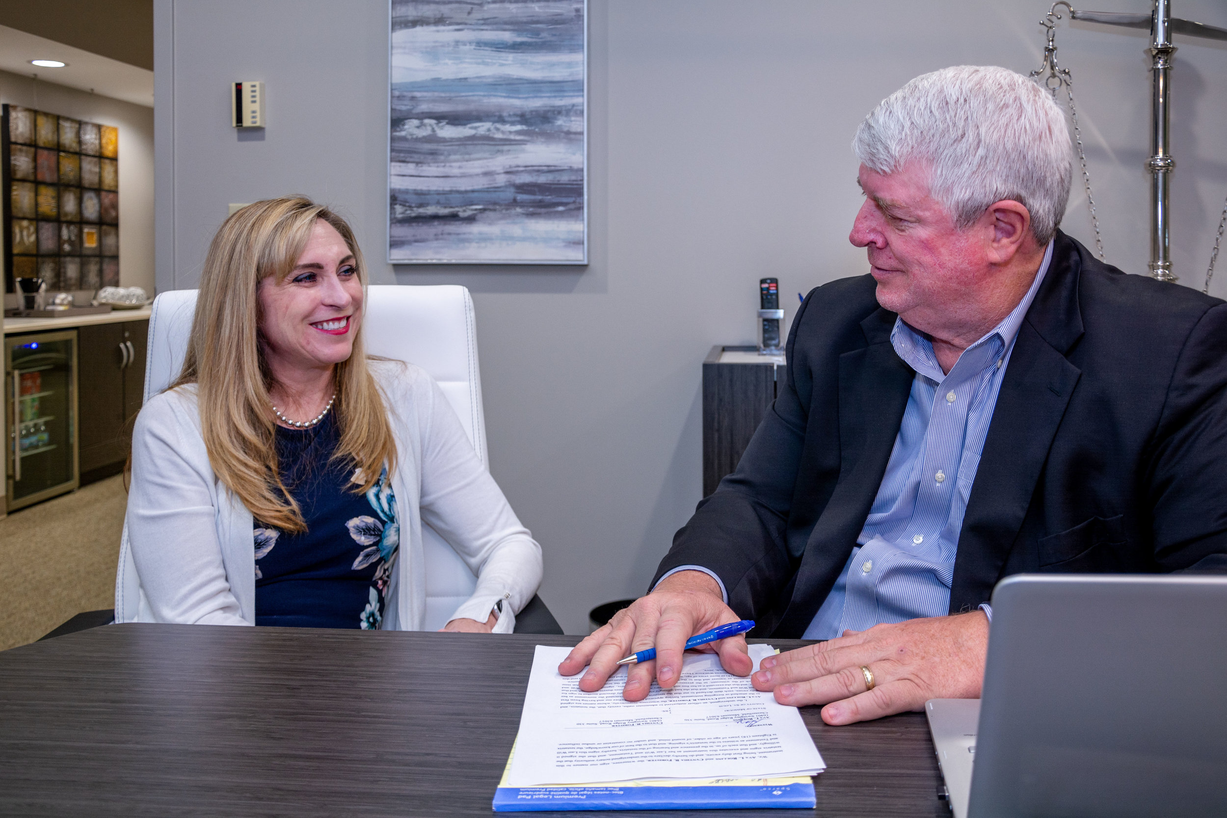 Attorney-Sherry-Snyder-meeting-with-estate-planning-client