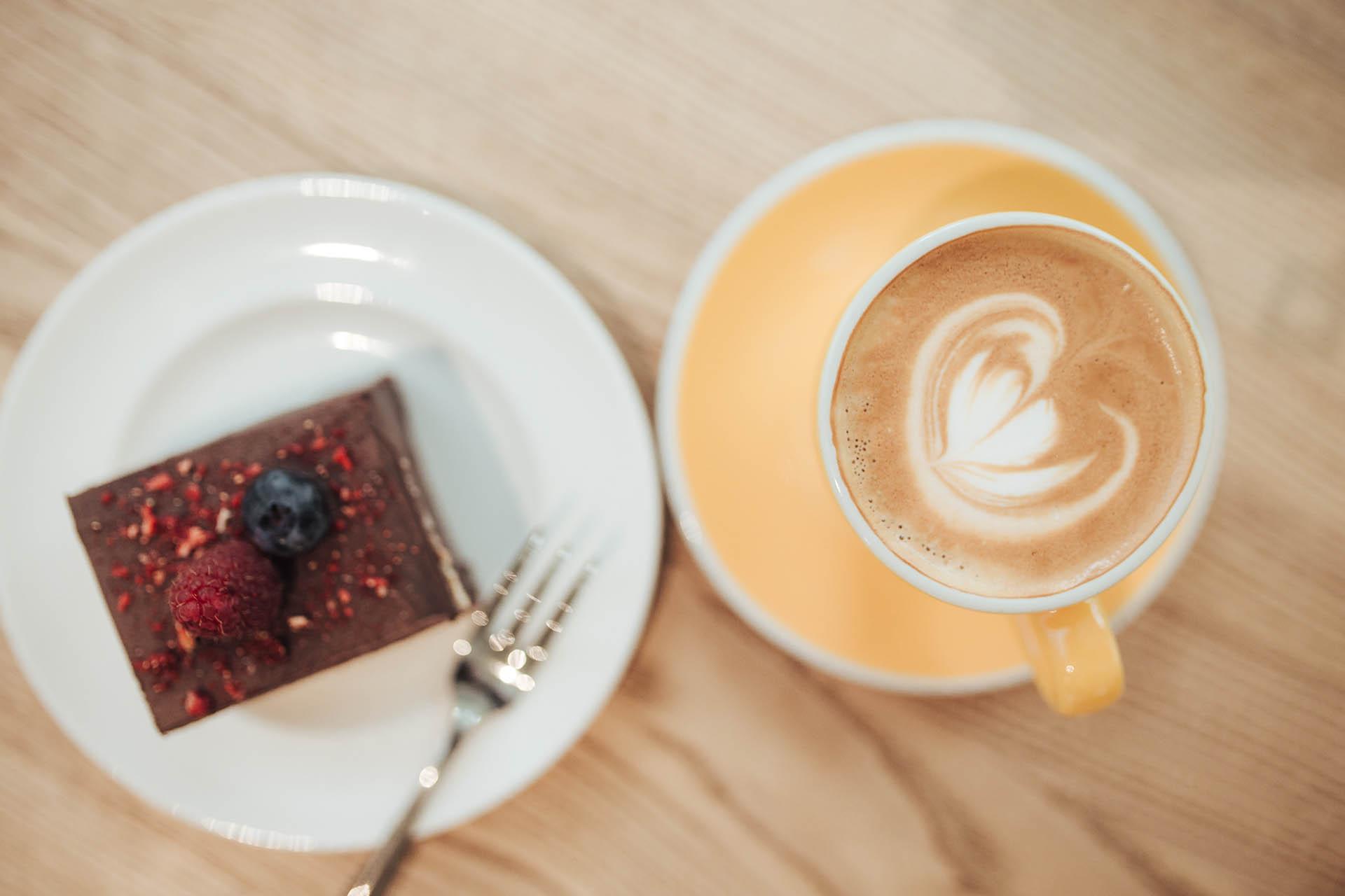 1_cake_and_coffee.jpg