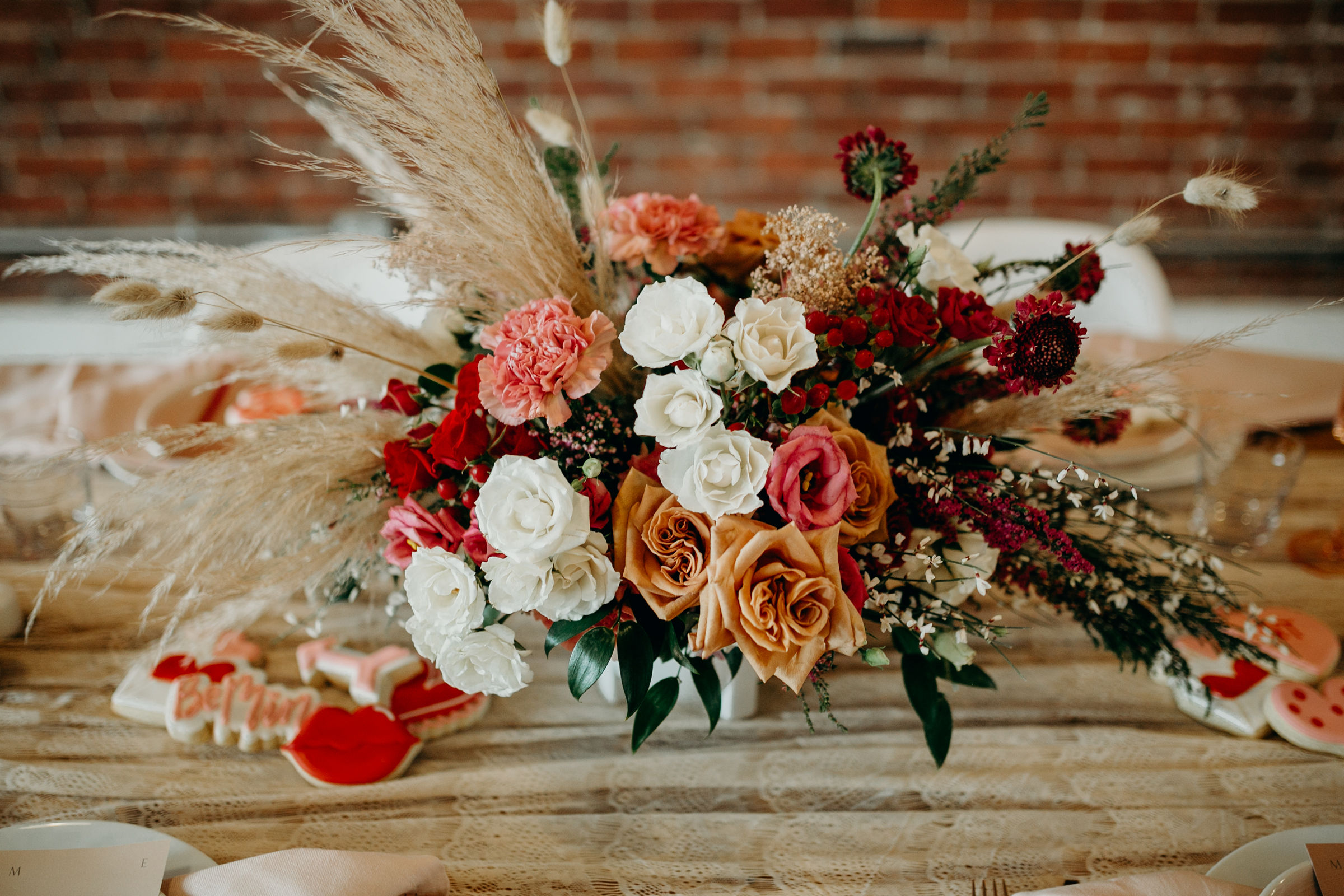 Photo:   Deltoro Photo  |  Florals:  I Dew Flowers |  Rentals:   Planks and Patina