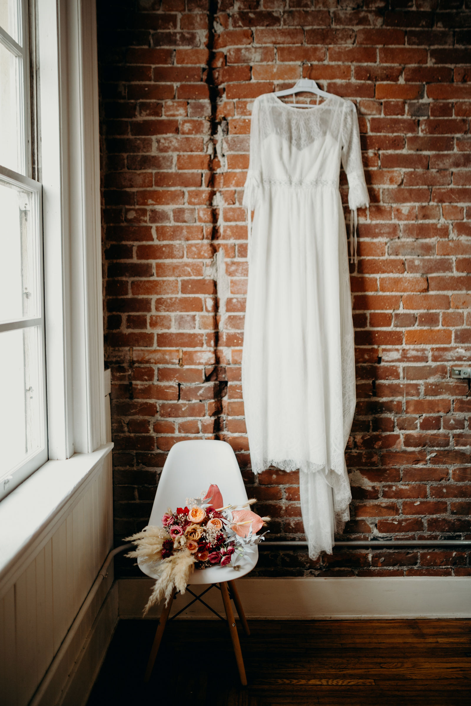 Photo :  Deltoro Photo  |  Florals:  I Dew Flowers |  Dress:   The Proposal Brida l |  Rentals:   Planks and Patina