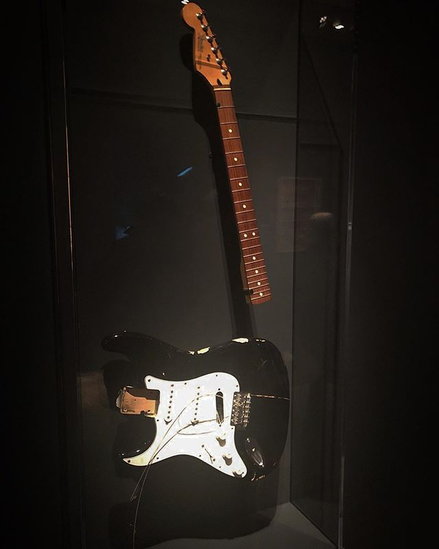 """About a minute into the exhibit, I said, """"They better have a guitar Kurt Cobain smashed on stage. Otherwise this is all pointless."""" Luckily someone on the curation team agreed. #playitloudexhibition #metmuseum #nirvana #kurtcobain #fender #stratocaster"""