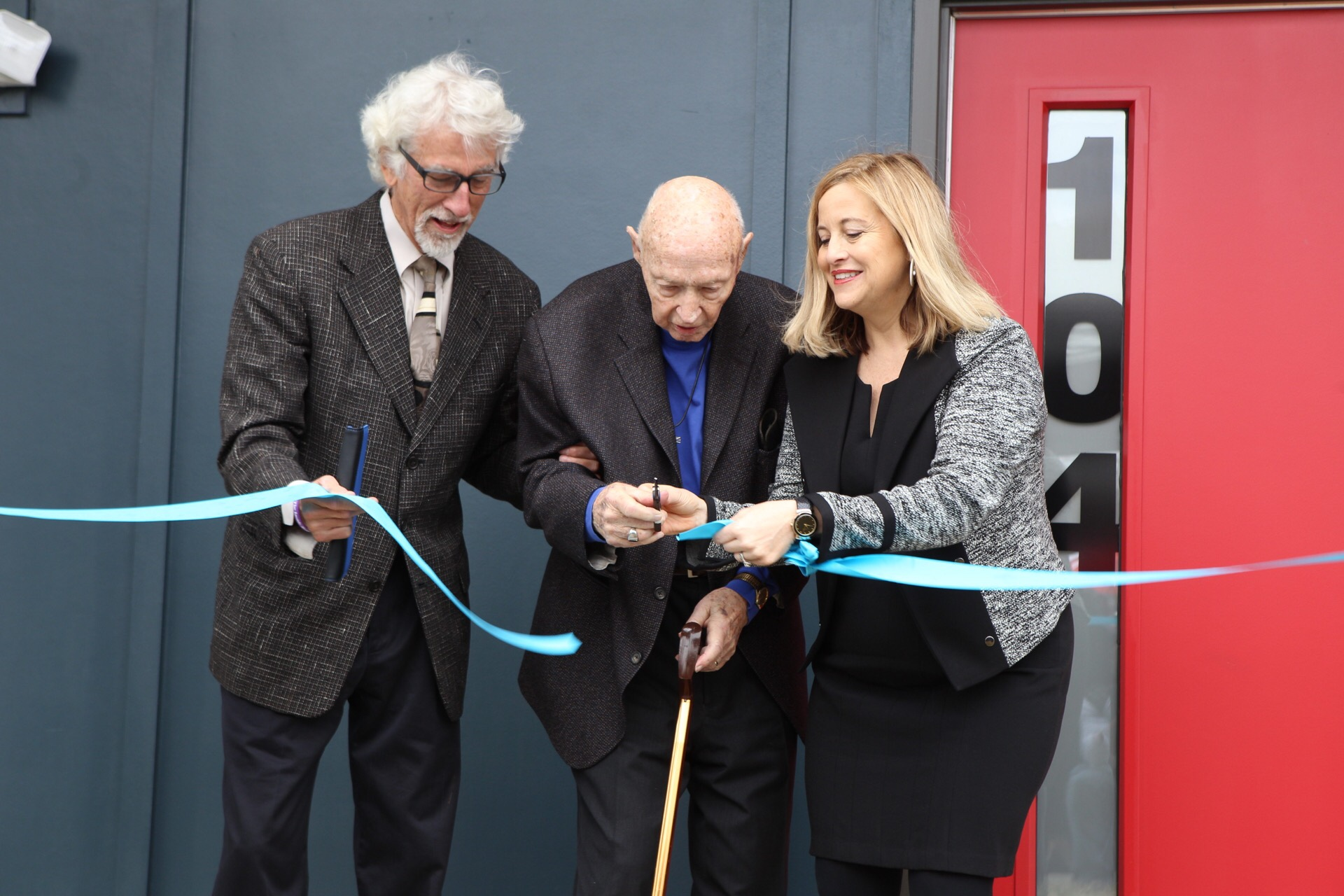 Ribbon Cutting - Roland's Photography.JPG