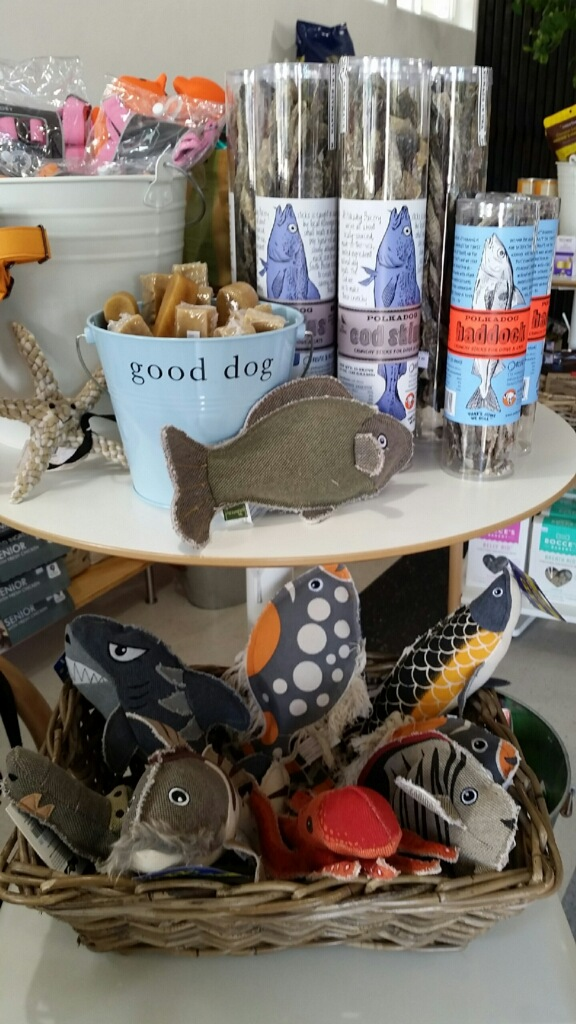 Natural Foods for your Pets & Creative Pet Accessories