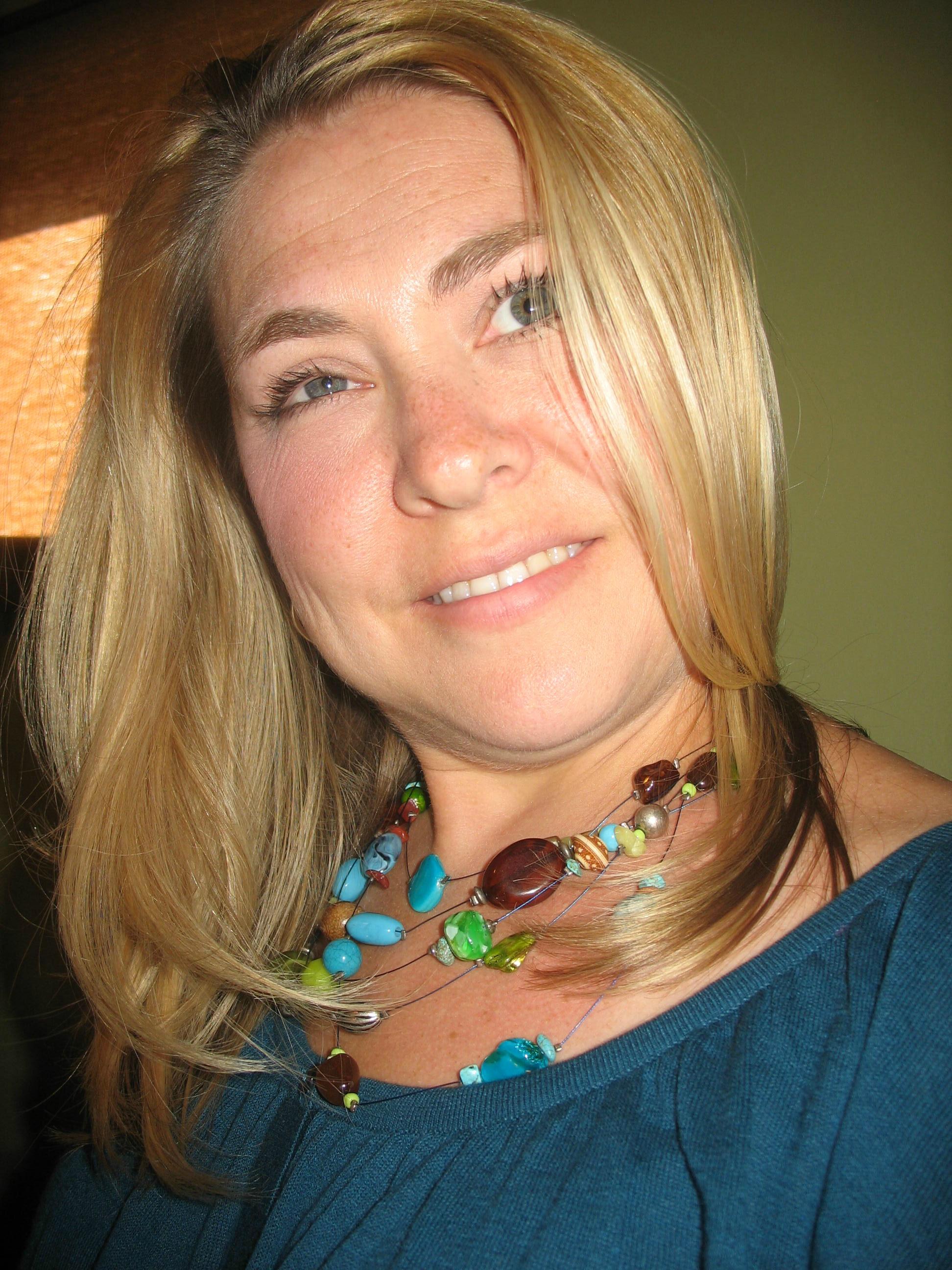 Artist, Melissa Combs headshot