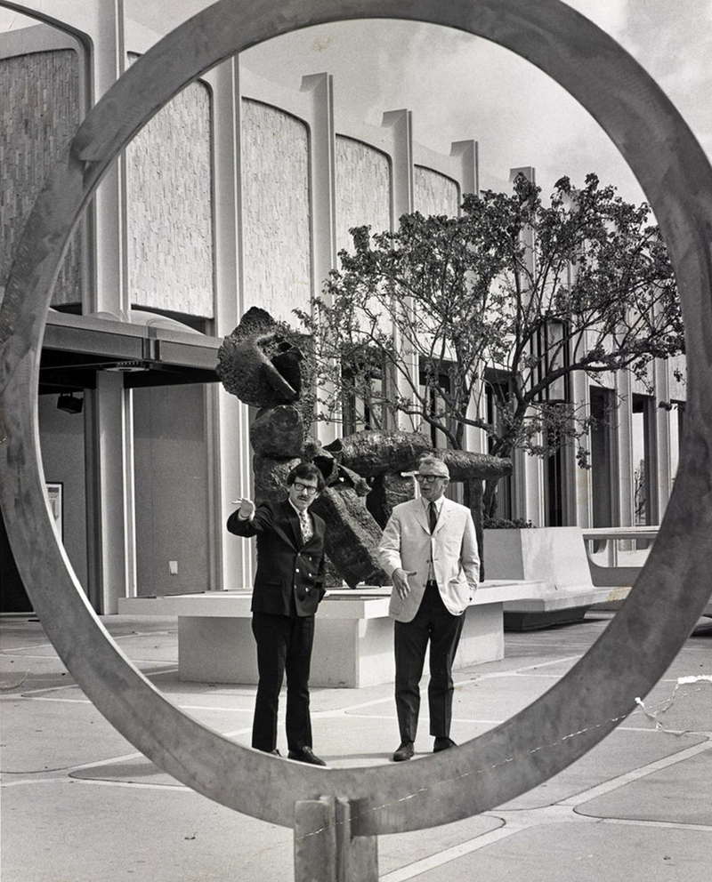 Maurice Tuchman (left) and Henry Hopkins in the garden at the LA County Museum in 1967.