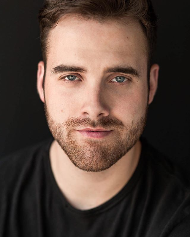 When you spend your morning catching up on editing and watching crappy romcoms, you start meshing the two together. Who wants a meetcute with this handsome guy?? #actorsheadshots