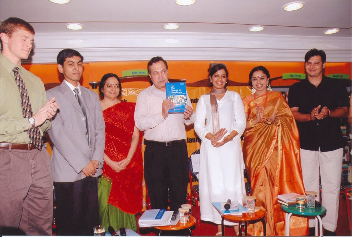 THE VOYAGE TO EXCELLENCE: Business Convention presided over by political journalist N RAM. CHENNAI, 2005. - From left to right: Pete Martin, Associate US Consulate General. Debashish Ghosh, business consultant and co-author of The Voyage to Excellence. Akhila Srinivasan, business leader and Managing Director of Shriram Life Insurance Co., and Director of Shriram Capital N. Ram, Chairman of The Hindu Group and former editor-in-chief of The Hindu. Musician, vocalist and composer Sudha Raghunathan. Actor Abbas.