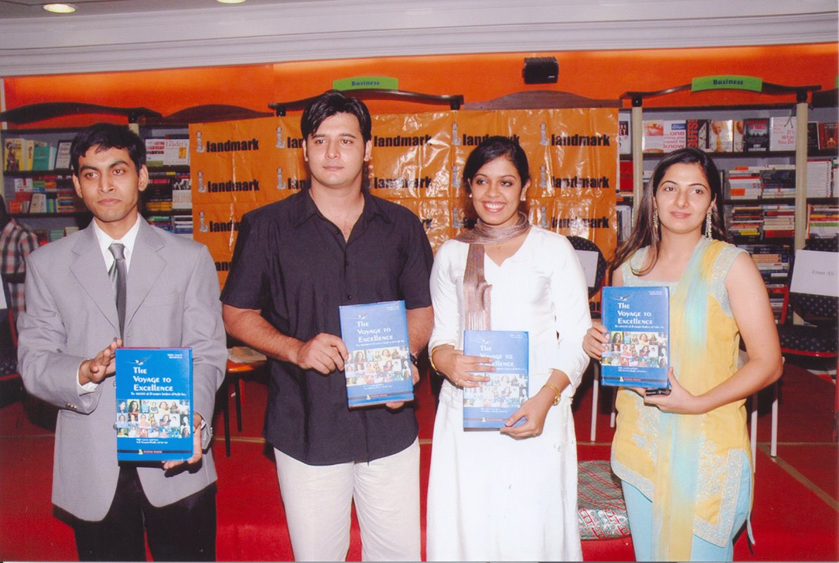 THE VOYAGE TO EXCELLENCE business convention. CHENNAI. 2005 - With Indian film actor and model Abbas and his wife, fashion designer and fashion icon Erum Ali during presided over by journalist N RAM.