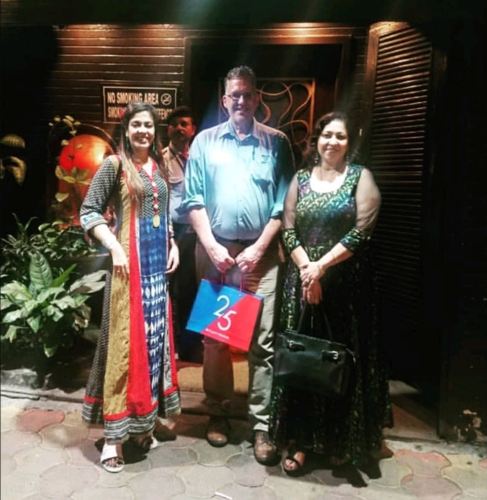 Mocambo. Park Street. Calcutta (Kolkata). 2018. - As seen after a dinner (and by God, the fish and prawns were so tasty!) with Jonathan Ward, Principal Officer at the U.S. Commerce Department (U.S. Commercial Services) and Rajlakshmi Shyam, entrepreneur and fashion/gown designer.