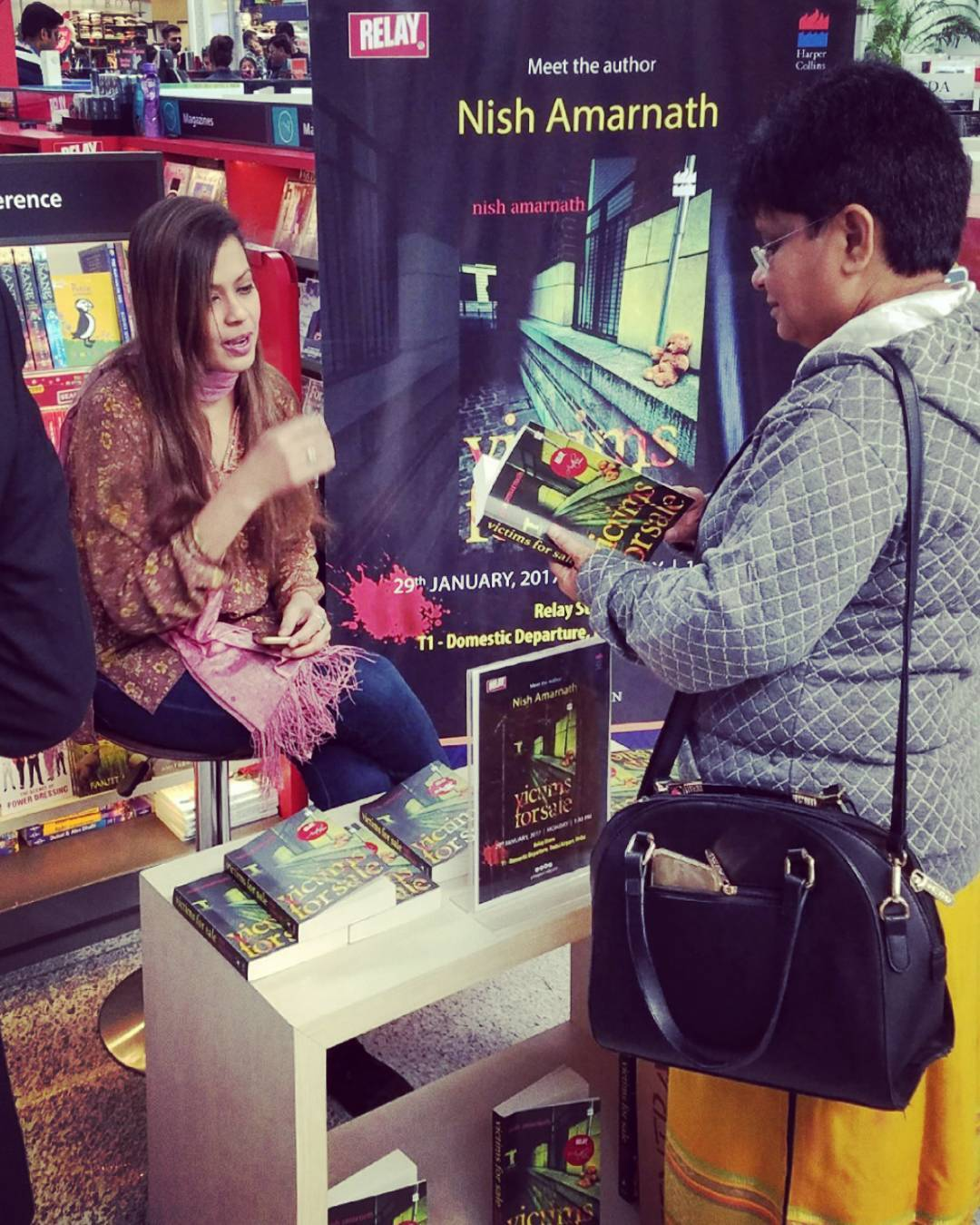 RELAY INDIA - AIRPORT LAUNCH, DELHI. 2018 - Chatting with a customer at Delhi Airport's RELAY India store She chose to make her cabin baggage 500 grams heavier with VICTIMS FOR SALE! :)KEYWORDS: RELAY India, bookstores, author events, Delhi airport, Nish Amarnath, Nischinta Amarnath, Victims For Sale.