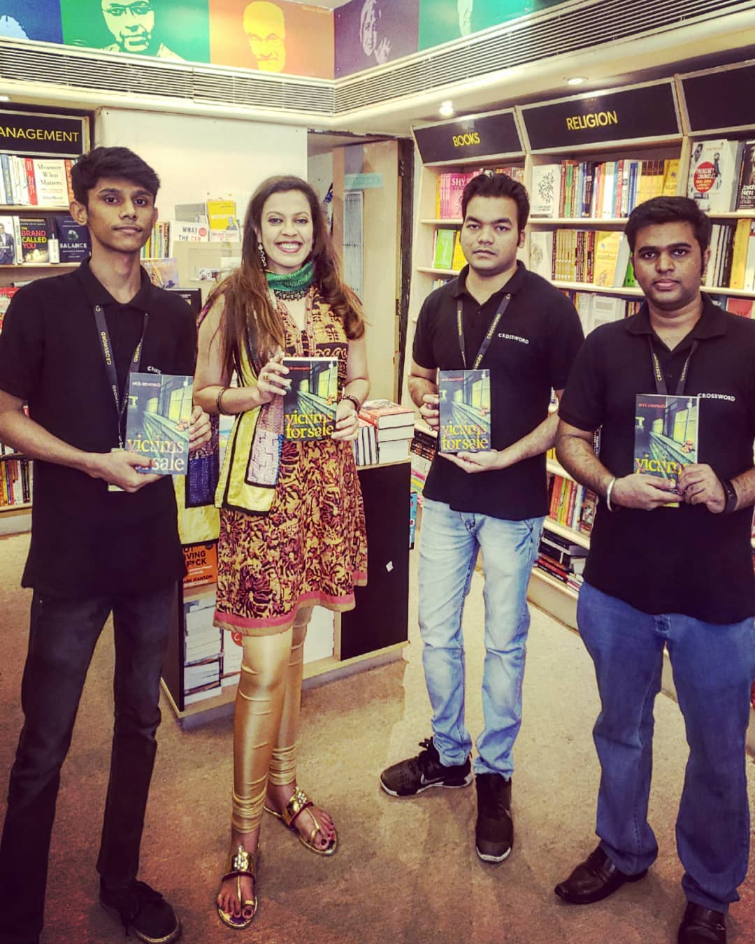 CROSSWORD BOOKSTORES. MUMBAI. JAN. 2019 - With the team at Crossword Bookstores' Turner Road outpost in Mumbai's Bandra West during an author appearance and book-signing, as part of a Bombay roadshow.KEYWORDS: Crossword Bookstores, Crossword Bookstores Mumbai, book signing, authors in Mumbai, Mumbai, Bombay, Bandra West Mumbai, bookstores, Nish Amarnath, Nischinta Amarnath, Victims For Sale