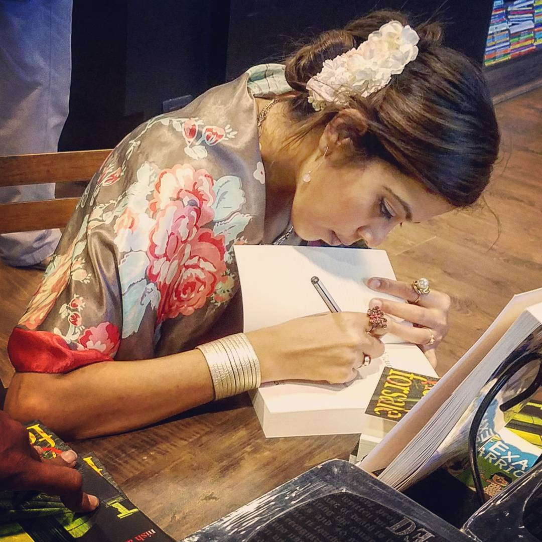 STARMARK. CHENNAI. 2018 - Victims For Sale book-signing - Guess what message I'm writing for readers at Chennai's Starmark bookstore on Express Avenue!KEYWORDS: Starmark, Emami Starmark, Starmark Chennai, authors in Chennai, bookstores, book signing. Nish Amarnath, Nischinta Amarnath, Victims For Sale
