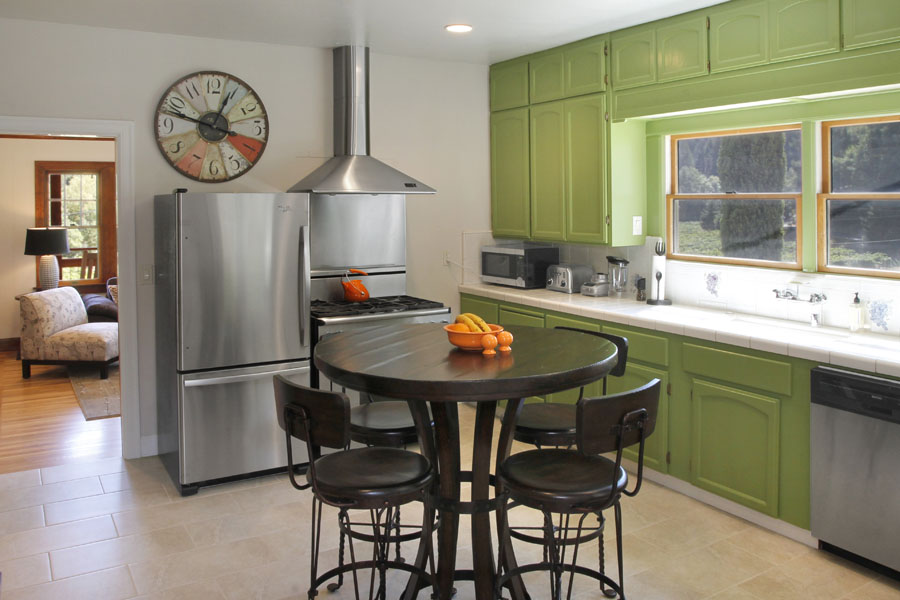 10-Kitchen to Familyroom.jpg