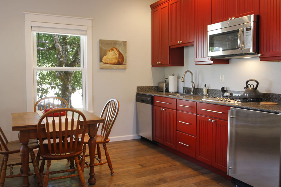 20-Guest House Kitchen.jpg