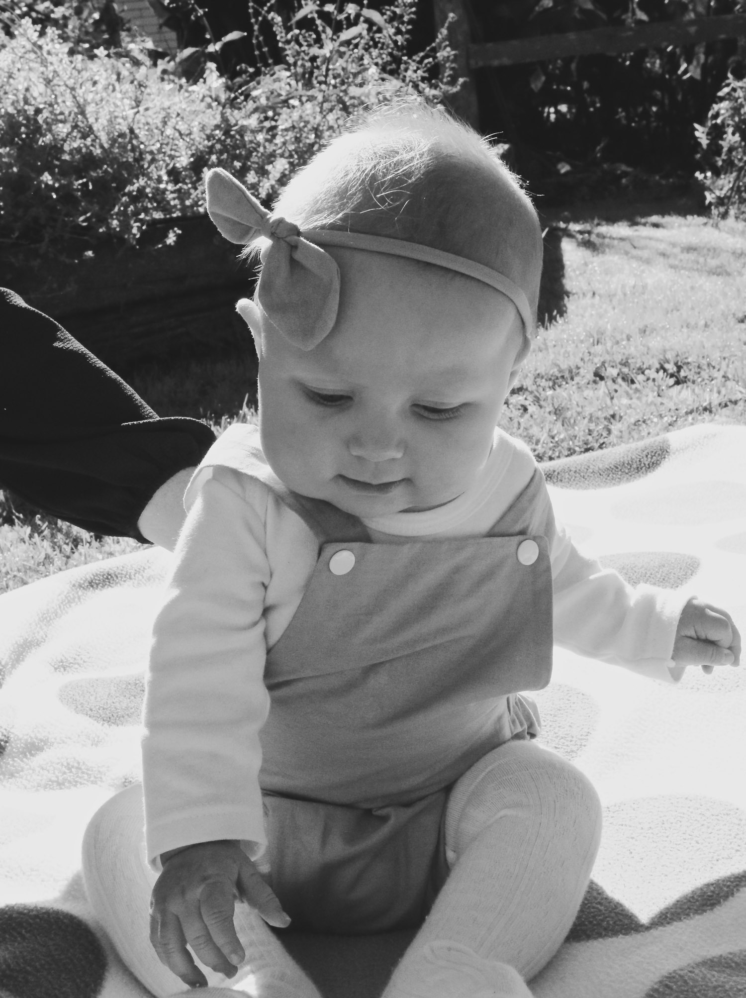 black-and-white-photo-of-daughter.jpg
