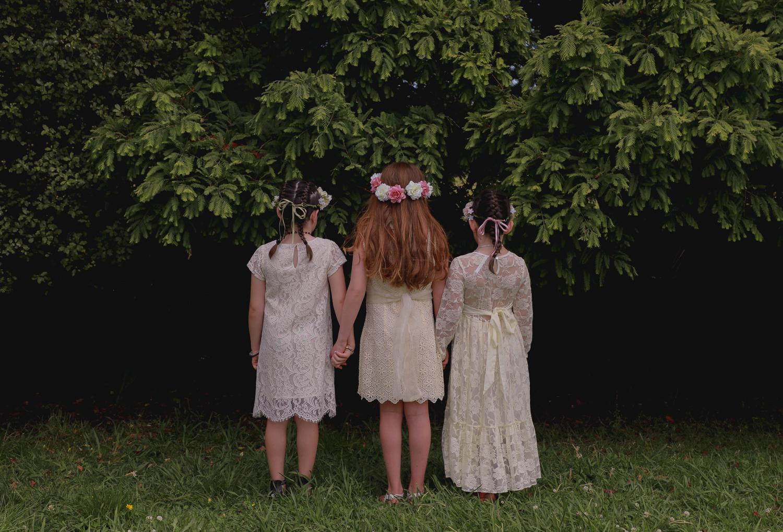 wedding-photography-flower-girls-together-flower-crowns.jpg