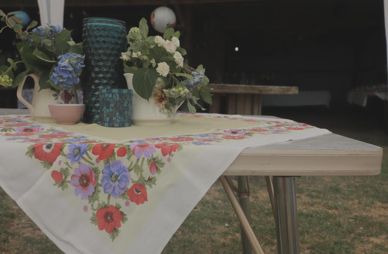 wedding-photography-beautiful-table-settings-crown-lynn-formica-table.jpg