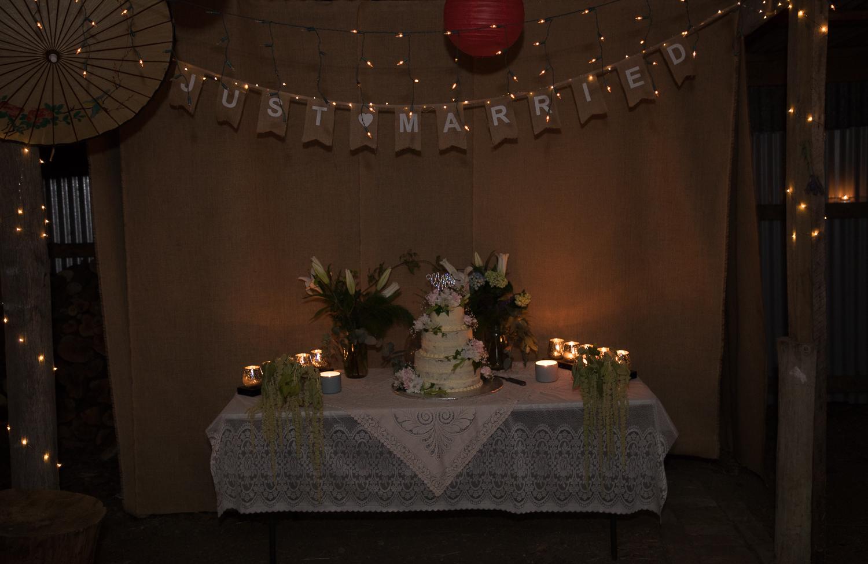 wedding-photography-cake-at-night-time.jpg