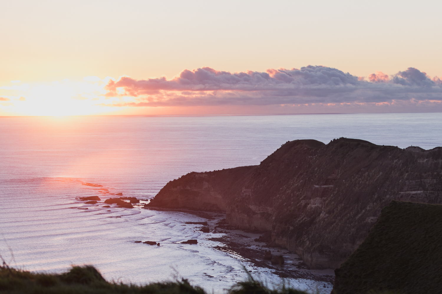 cape-kidnappers-golf-course-at-sunrise-hawkes-bay-pink-sky.jpg
