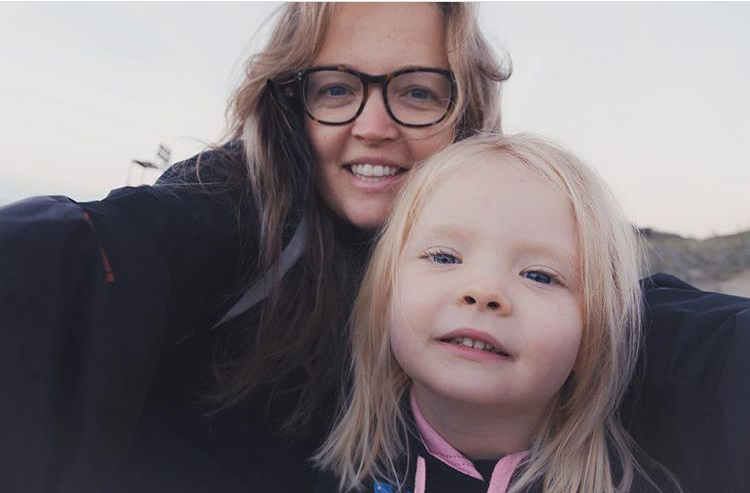 mum-and-little-girl-together-at-sunrise