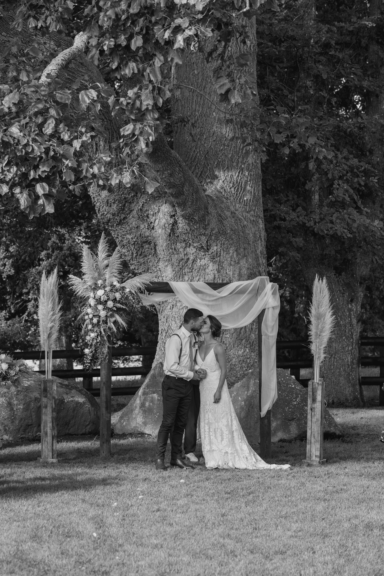 wedding-at-the-red-barn-new-zealand-wedding-photographer-bride-and-groom-kissing-at-ceremony.jpg