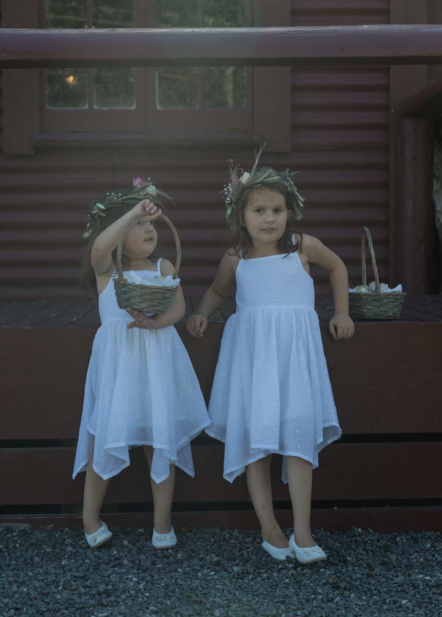wedding-at-the-red-barn-new-zealand-wedding-photographer-flower-girls-playing.jpg