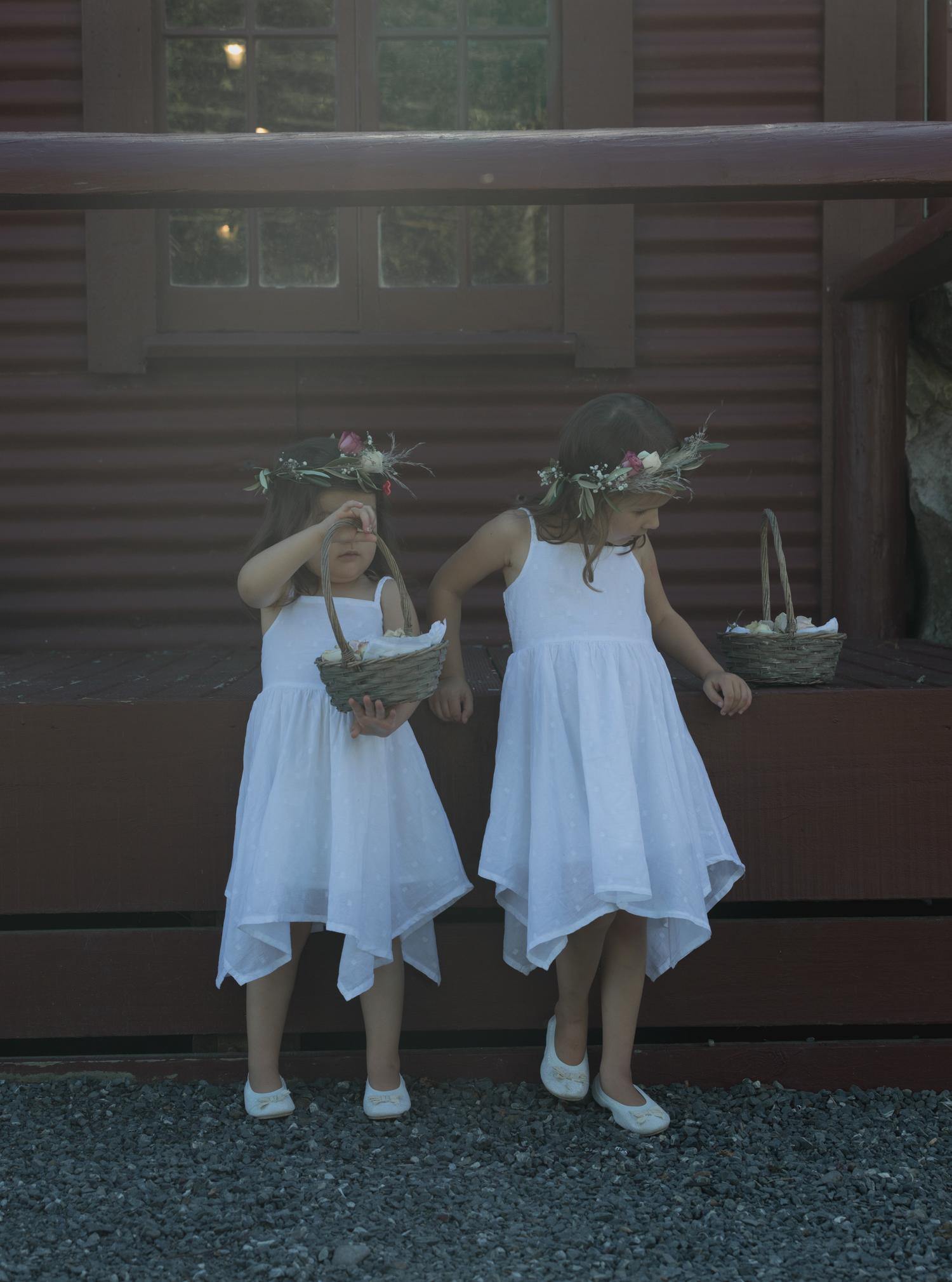 wedding-at-the-red-barn-new-zealand-wedding-photographer-flower-girls-waiting.jpg