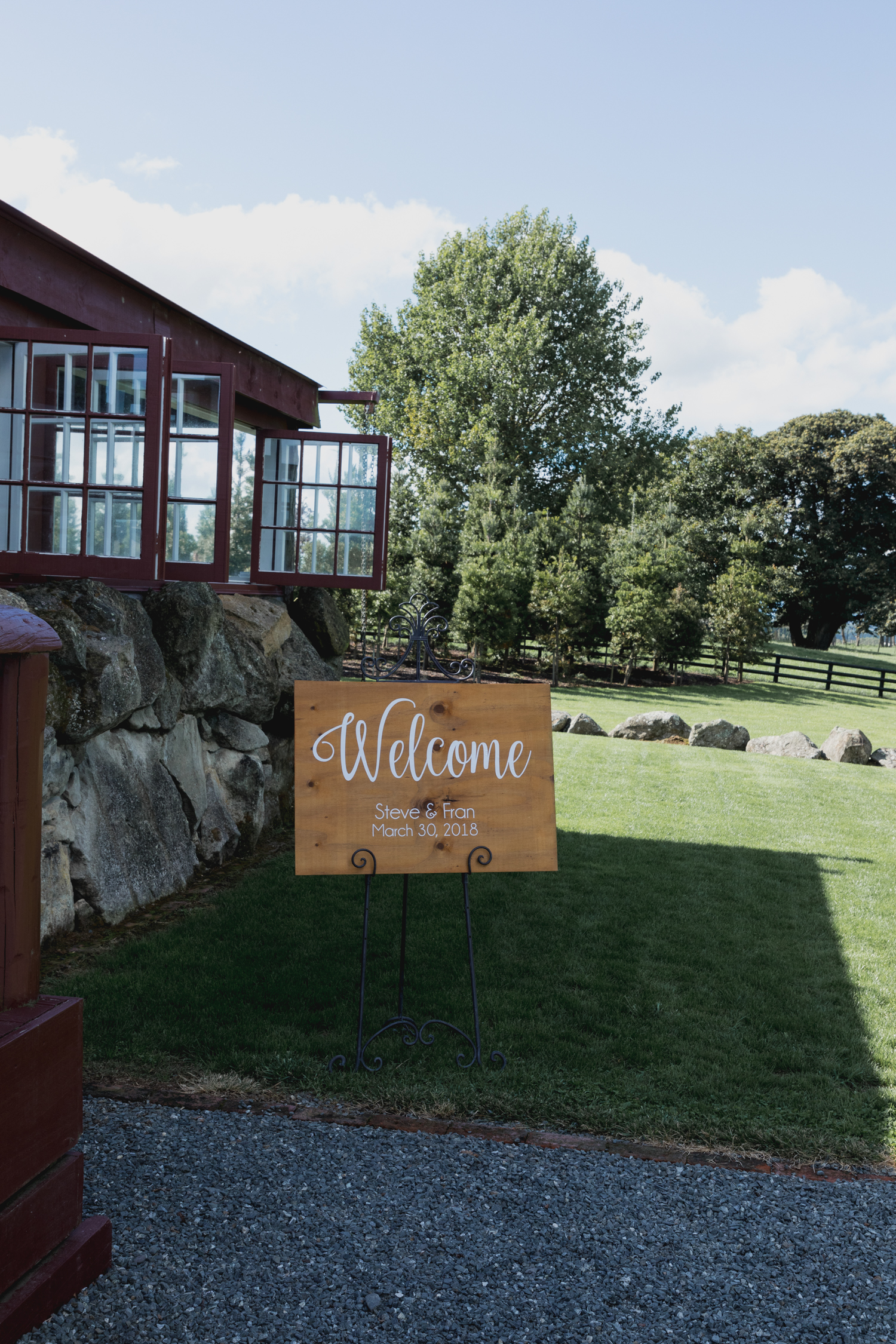wedding-at-the-red-barn-new-zealand-wedding-photographer-welcome-sign.jpg
