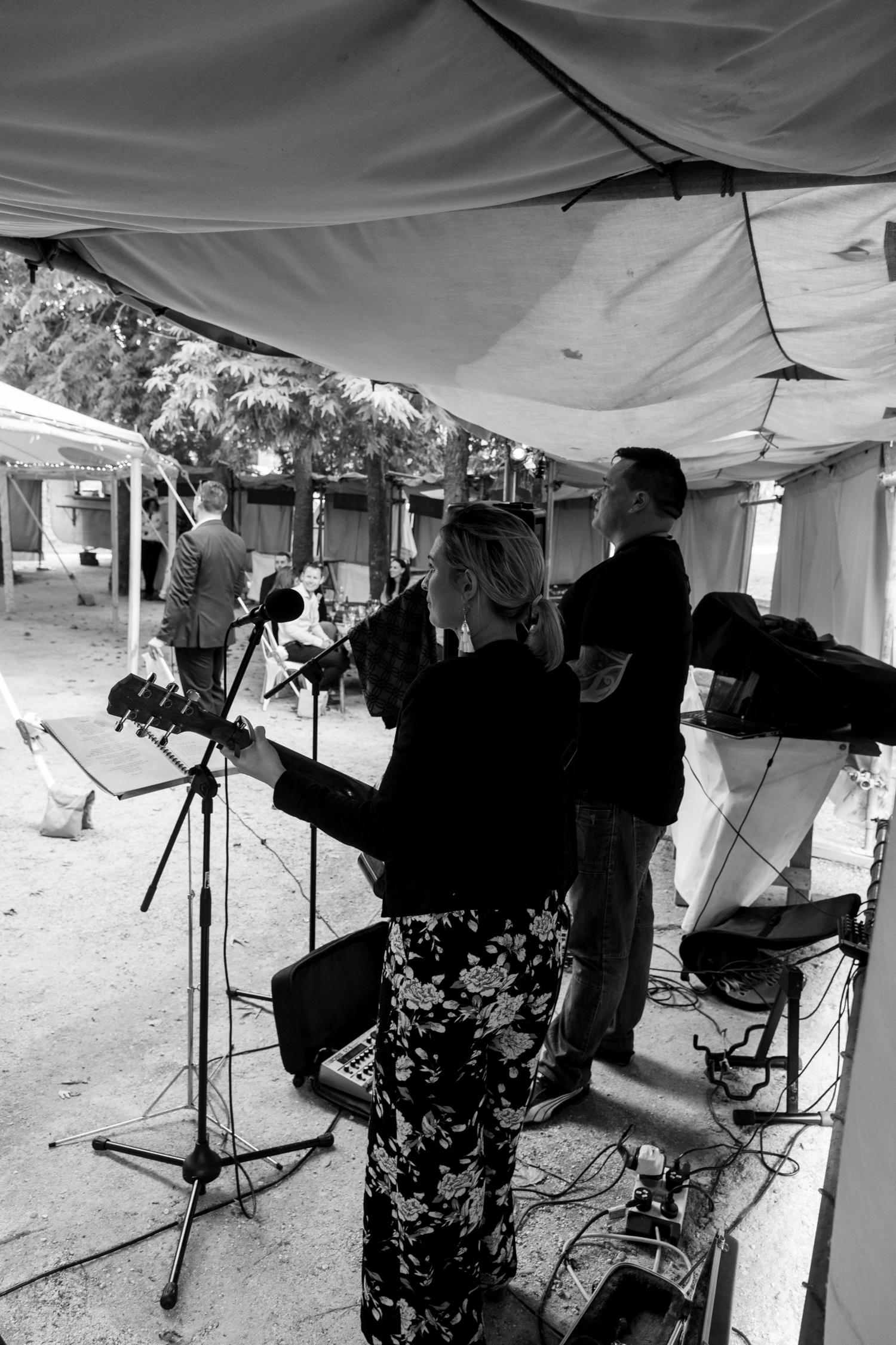 black-barn-winery-wedding-hawkes-bay-wedding-photographer-music-playing.jpg