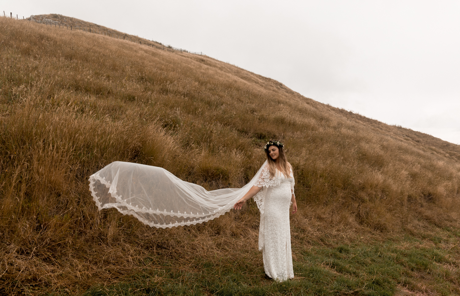 hawkes bay black barn wedding pregnant bride in grace loves lace dress up Te Mata Peakhawkes bay black barn wedding pregnant bride in grace loves lace dress up Te Mata Peak