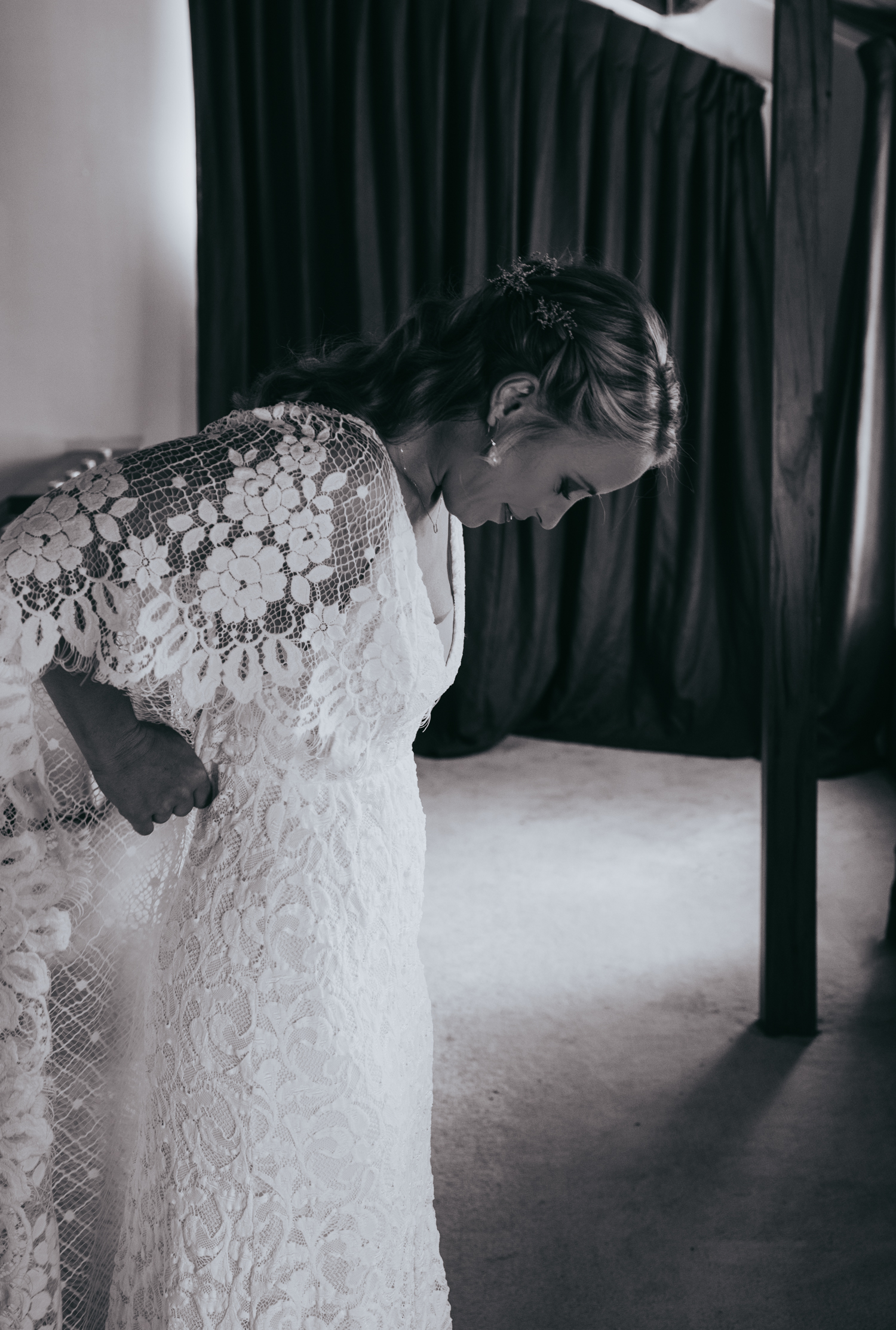 waikato-new-zealand-wedding-photographer-summer-rural-wedding-grace-loves-lace-dress.jpg