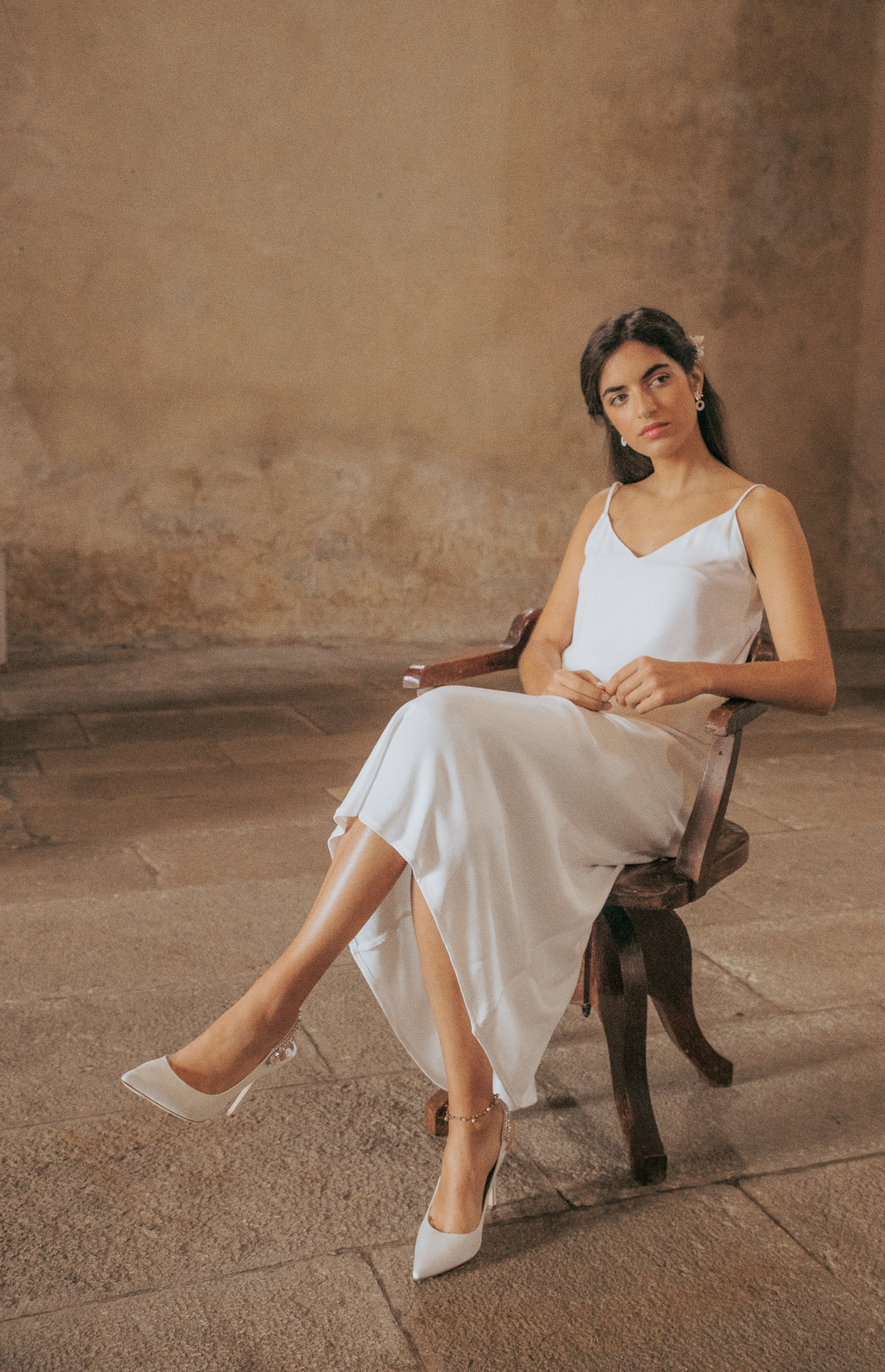 portugal-wedding-photographer-styled-shoot-with-diana-martin-earth-tones-model-as-bride-in-church.jpg