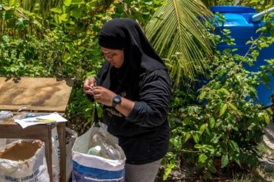 Weighing marine debris after sorting