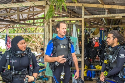 Dive briefing with fellow reef builders