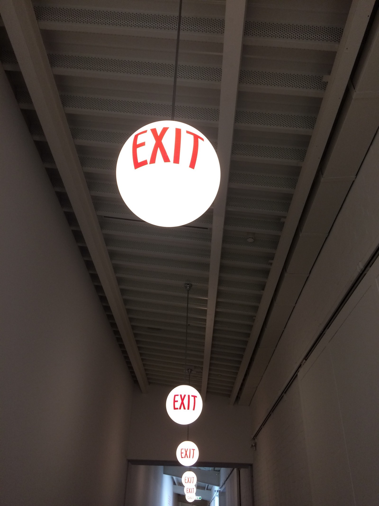 Exit lamps at Hamburgerbahnhof