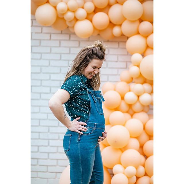 Do I look pregnant in this?  Thanks for the most fun night @abidedesignandhome , the most fun balloon installation @porchandpine , and the most fun photos @lindsaysteelephotography !  #18weeks #lifeinetx #harrisoncollective