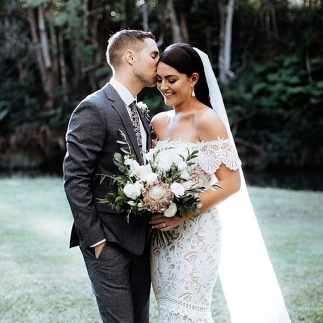 Our beautiful couple Shea & Andrew pronouncing their love in front of loved ones on a stunning autumns day 🥰