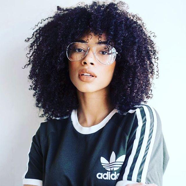 Where my 3c-4a girls at? 👩🏻🦱👩🏽🦱👩🏾🦱👩🏿🦱 • • • • • #curlyhair #kinkyhair #blackgirlmagic #blackhair #3chair #4ahair #kinkycurly #kinkychicks #kinkycoily #model #clearframes #addidas #fashion #fashionphotography