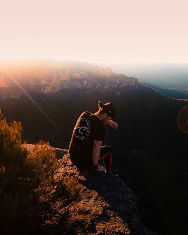 Distance... . . @alexlongphotography X @helosandco . . . . #bluemtsaus #ig_australia #australiagram #ilovensw #visitnsw #shotzdelight #visualambassadors #artofvisuals #agameoftones #heatercentral #moods_in_frame #createexplore #createcommune #eclectic_shotz #aussie_images #ozshotmag #beautifuldestinations #scenicworld_aus #moodygrams #gramslayers #depthobsessed #earth_shotz #australia_shotz #ozscapers #australia #landscape_captures