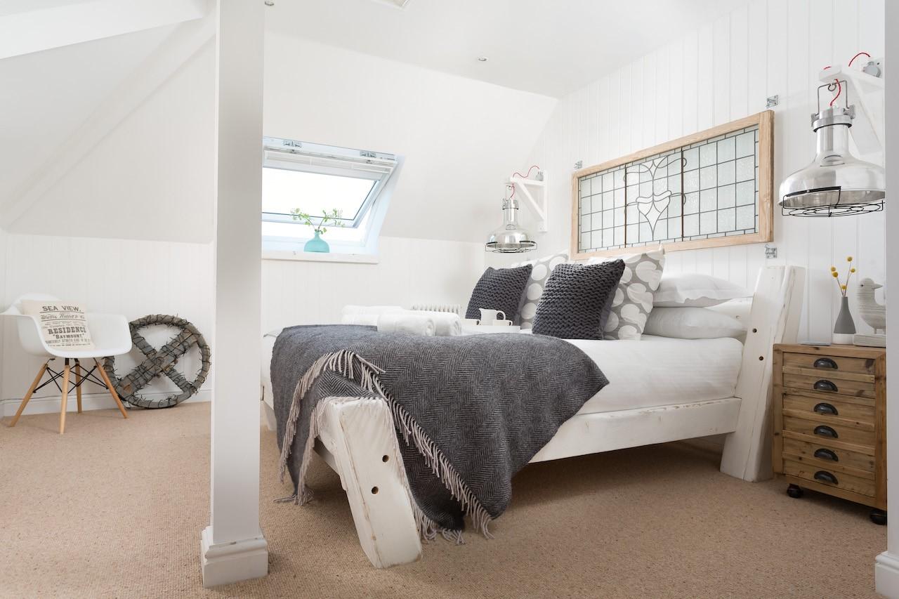 Fistral loft double room copy.jpg
