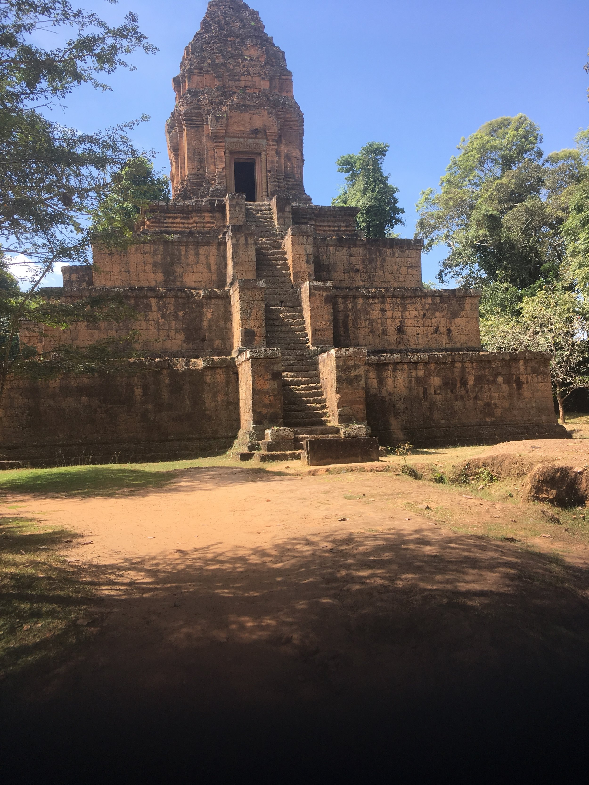 The steep steps at Baksei Chamkrong temple
