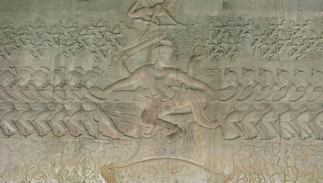 The tug of war of the gods and demons with Vishnu in the centre, Angkor Wat