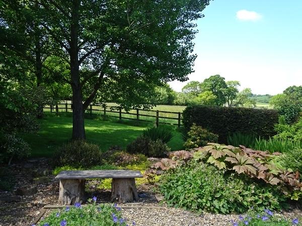 secret-garden-bench.JPG