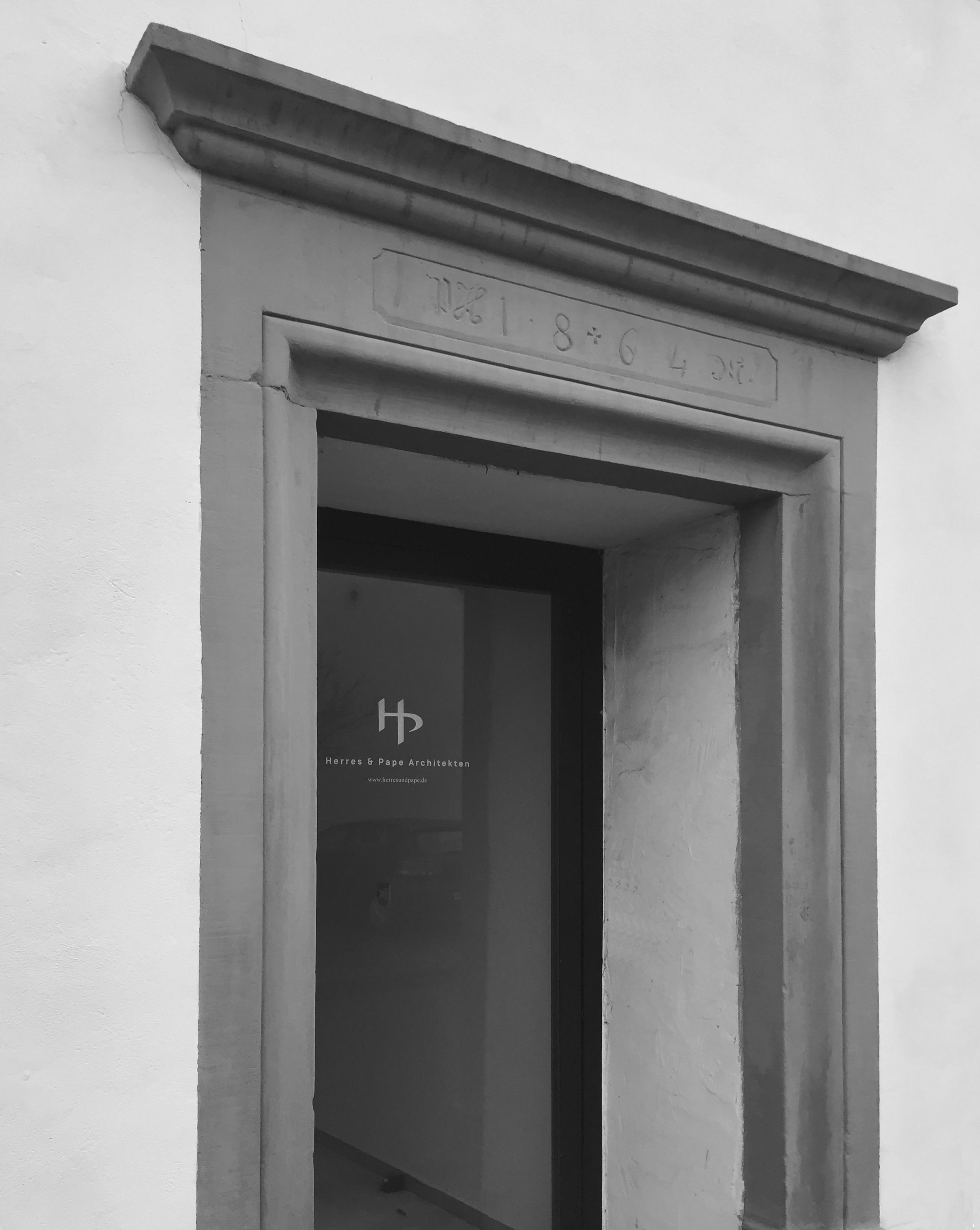 Unsere Bürotür - nun auch mit unserem Logo!