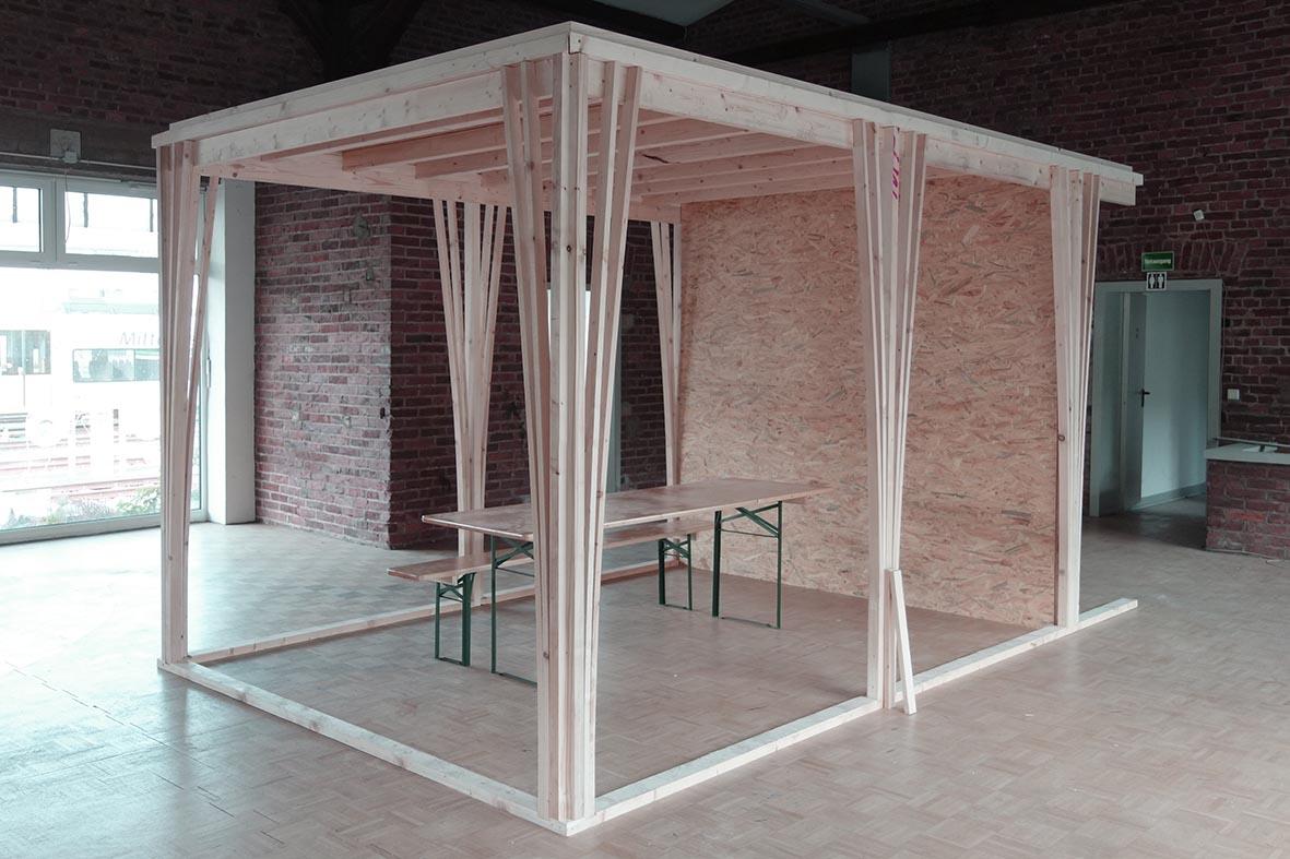 Das Original wird dann nicht aus Dachlatten gebaut, und die Dimensionen der Stützen sind noch nicht die endgültigen. Aber man sieht was es wird.