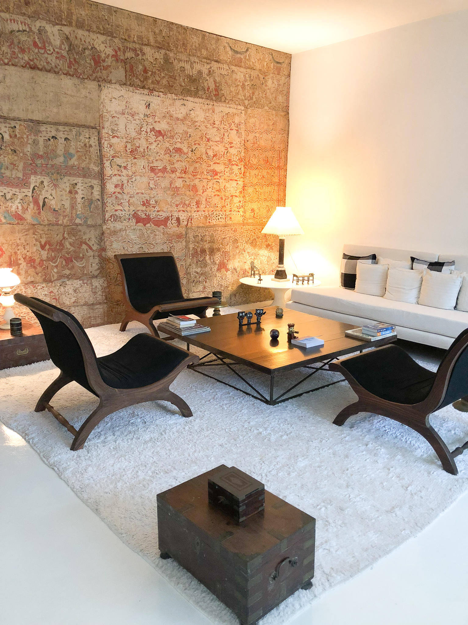 Bawa house: upstairs living area for guests