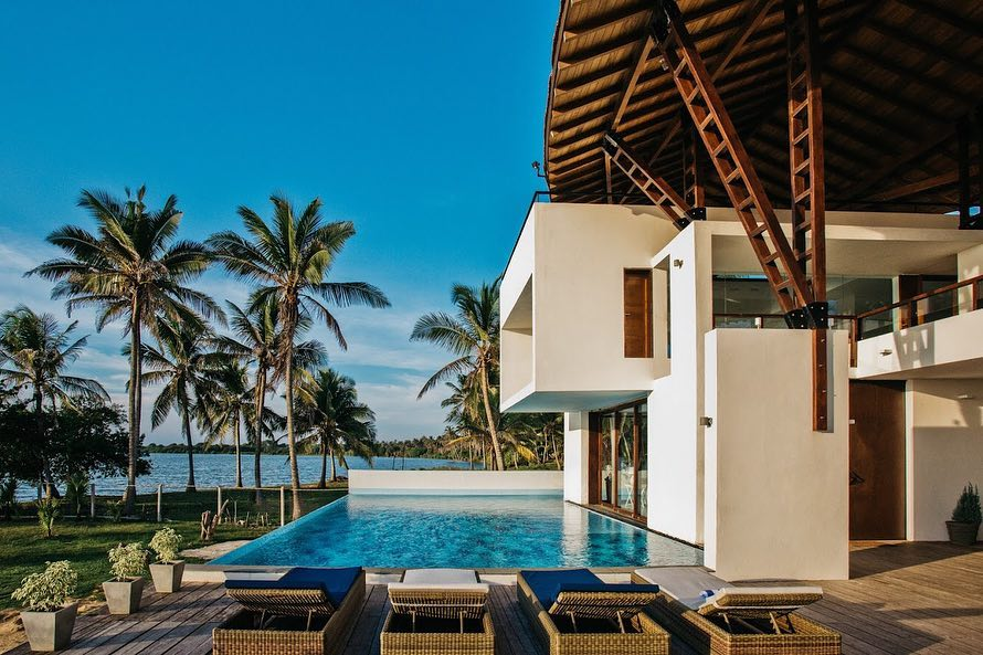 Villa Sante - architecture and water